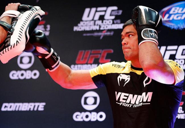 Lyoto Machida afia os punhos no treino aberto do UFC em Manchester