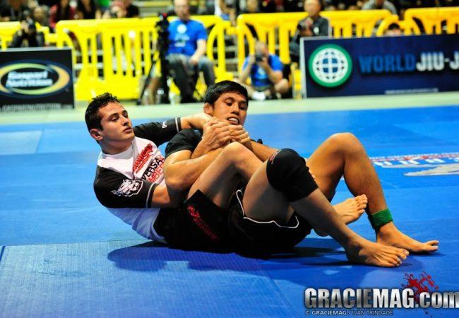 Jiu-Jitsu: o legdrag como elo para as costas na aula de Caio Terra