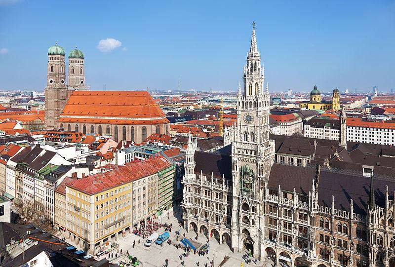 Catedral e prefeitura da cidade Munique. Foto: Thomas Wolf/ Divulgação