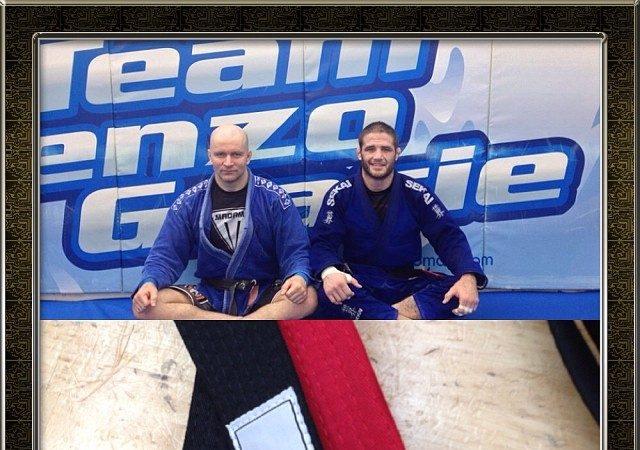 Judoca olímpico, Travis Stevens recebe a faixa-preta de Jiu-Jitsu