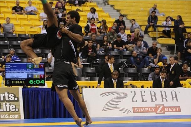 Veja o treino de boxe da fera do Jiu-Jitsu Gilbert Durinho