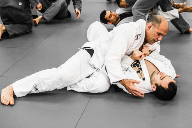 Exclusive Technique: Escape side control with Marcelinho