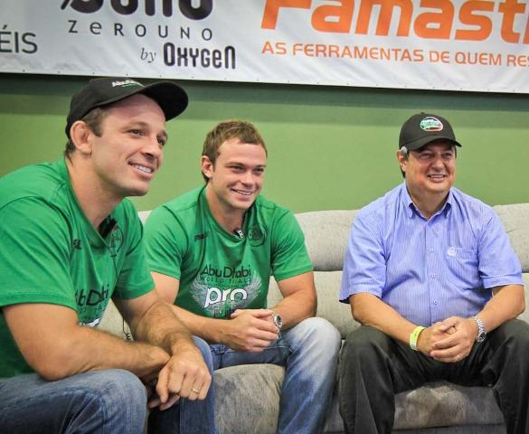Fernando Paradeda com o braço direito Lucas Sach (ao centro). Foto: Divulgação