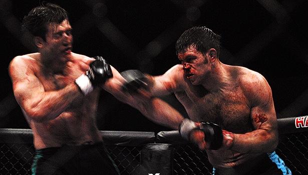 "UFC 20 anos: reveja a guerra Forrest Griffin x Bonnar no ""TUF 1"""