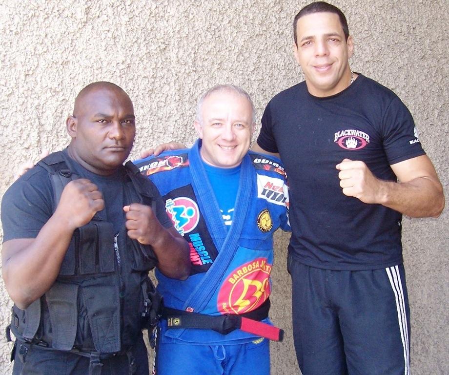 O raçudo The Pedro, o mais alto na foto, com os faixas-pretas Reinaldo e Ronaldo Cardoso. Foto: Divulgação/GRACIEMAG