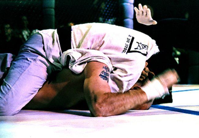 Vídeo: Relembre 20 golpes de Jiu-Jitsu que marcaram os 20 anos do UFC