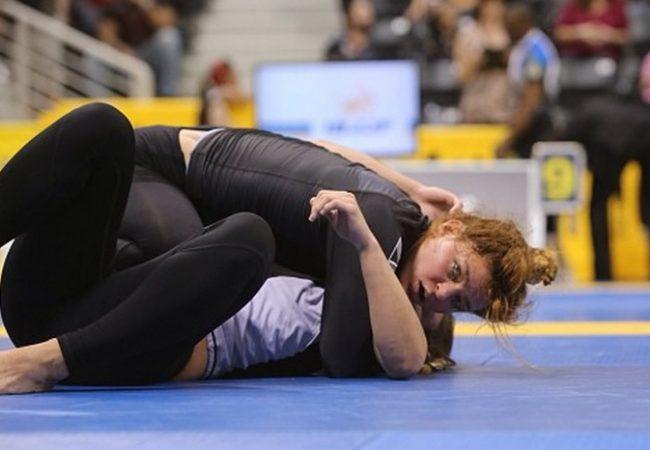 Estude a passagem de guarda com Carol Vidal no Mundial de Jiu-Jitsu sem kimono
