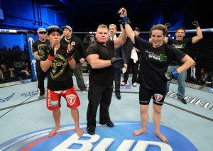 Alexis Davis e o volume de luta que superou Carmouche. Foto: UFC/Facebook