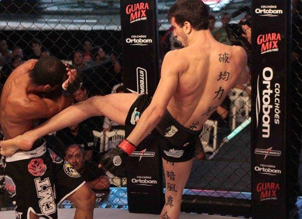 Moicano encara Bilharinho por cinturão no Jungle Fight 61