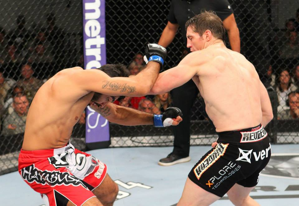Sapo foi melhor na luta, mas sofreu um duro golpe de Tim. Foto: UFC/Facebook