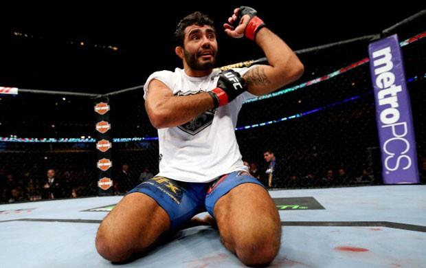 """O Jiu-Jitsu que funciona no UFC: a finalização no katagatame de Rafael """"Sapo"""" Natal"""