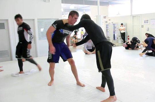 Jiu-Jitsu: veja um treininho sem kimono de Keenan Cornelius e Rafa Mendes