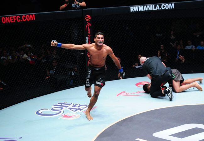 One FC: Herbert Burns vence mais uma; Adriano Moraes finaliza ex-UFC