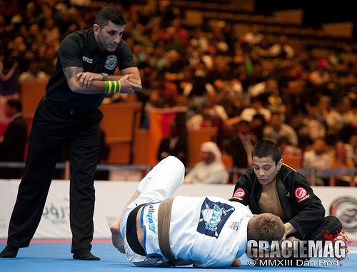 Paulo Miyao e Keenan Cornelius em Abu Dhabi: hoje faixas-pretas, os dois protagonizaram um dos momentos mais polêmicos de 2013 no Jiu-Jitsu esportivo. Foto: Dan Rod
