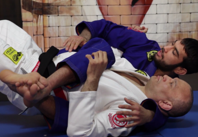 Learn a shoulder lock submission from Francisco Sinistro Iturralde of Alliance Ecuador