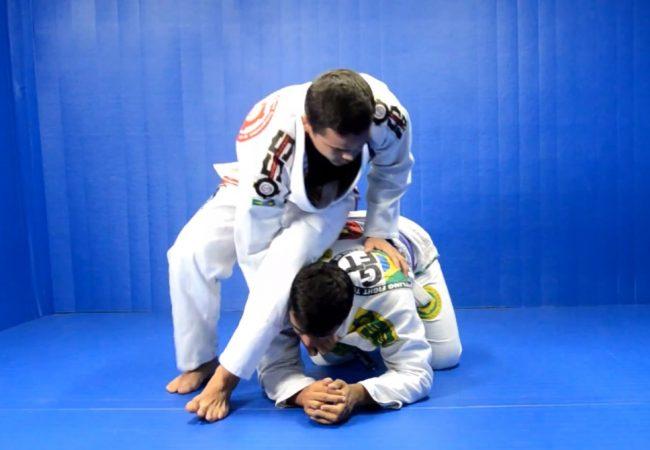 Jiu-Jitsu com capoeira? Que tal esse giro para passar a guarda?