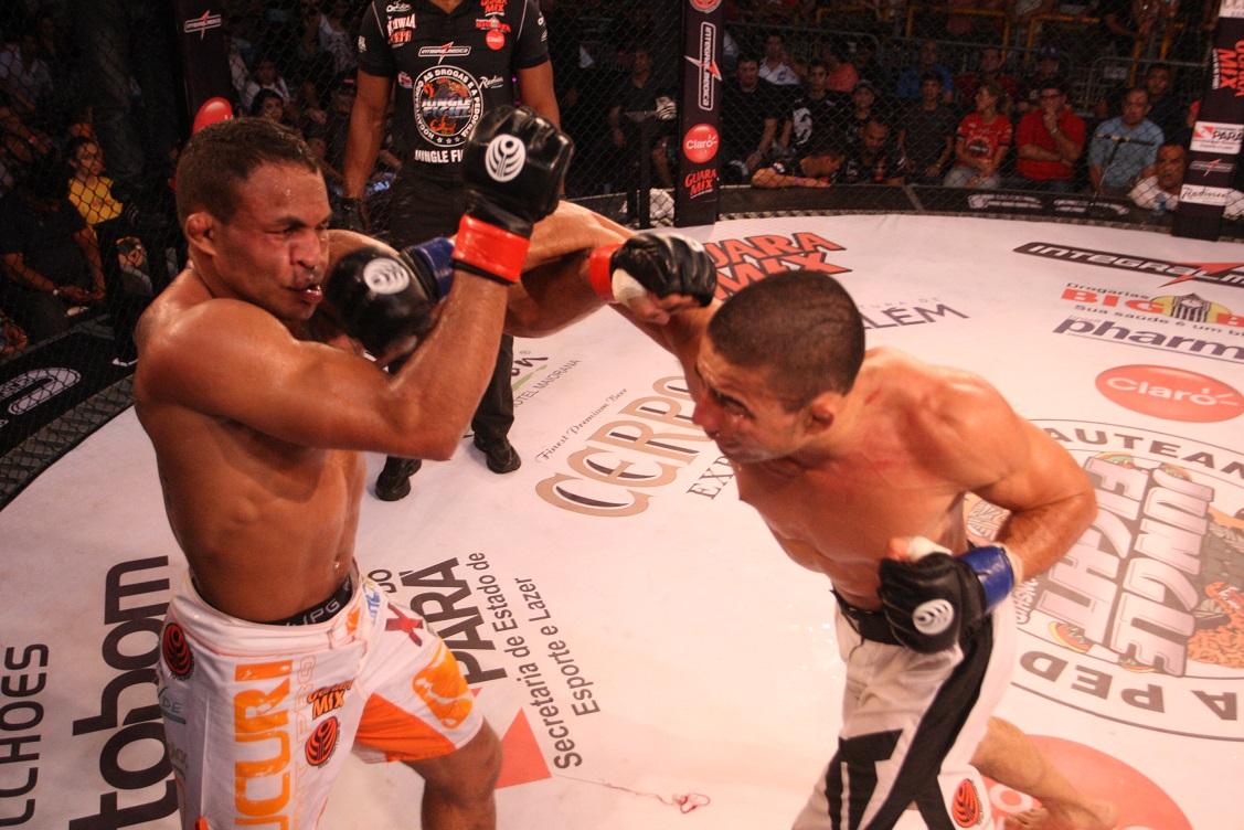 Gogó na vitória sobre Jacarézinho pelo cinturão do Jungle. Foto: Divulgação