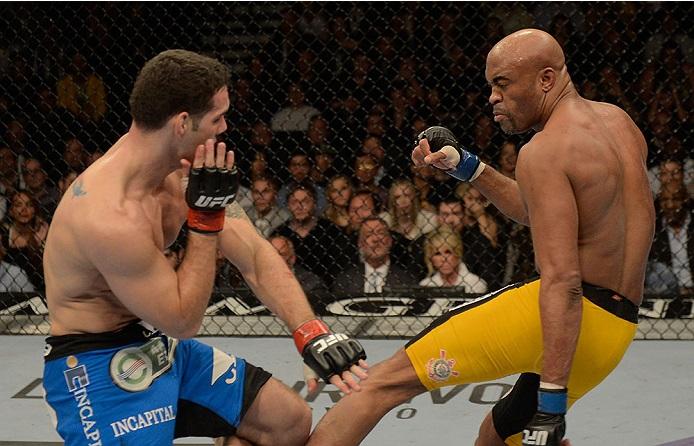 Anderson Silva na fatídica derrota para o campeão Chris Weidman, no dia 28 de dezembro. Foto: UFC/Divulgação