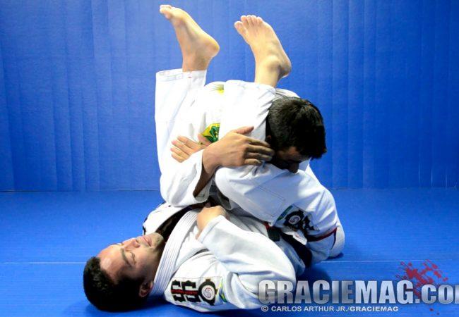 Surpreenda seu oponente com este estrangulamento acrobático no Jiu-Jitsu