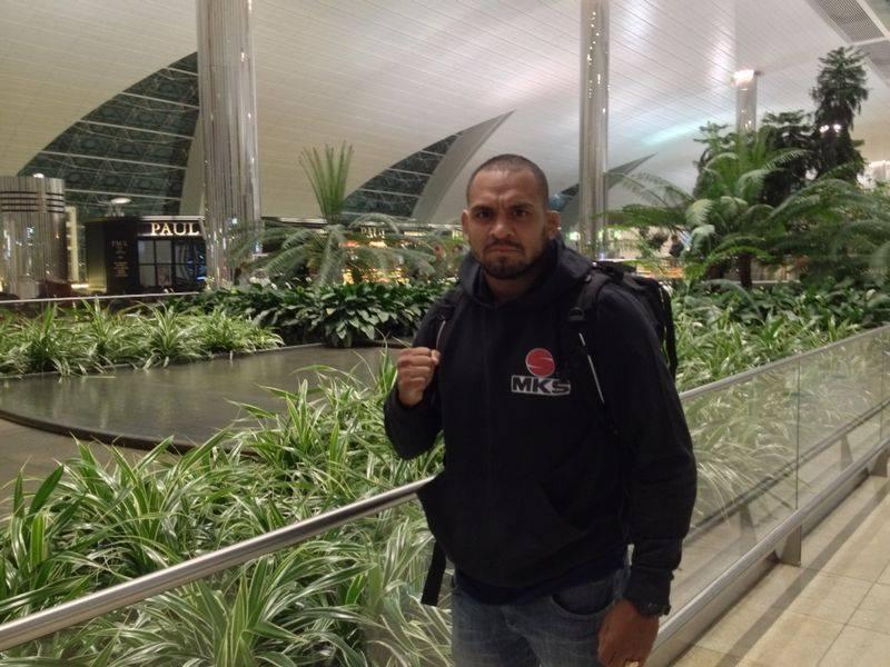 Besouro no aeroporto de Dubai a caminho de Cingapura. Foto: Divulgação