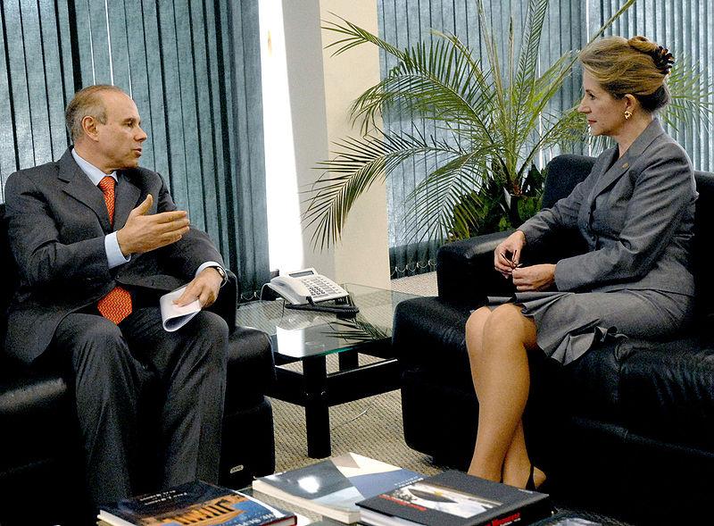A ministra Ellen Gracie entao presidente do STF recebe o ministro da Fazenda Guido Manteg em 2007 Foto Antonio Cruz Agencia Brasil