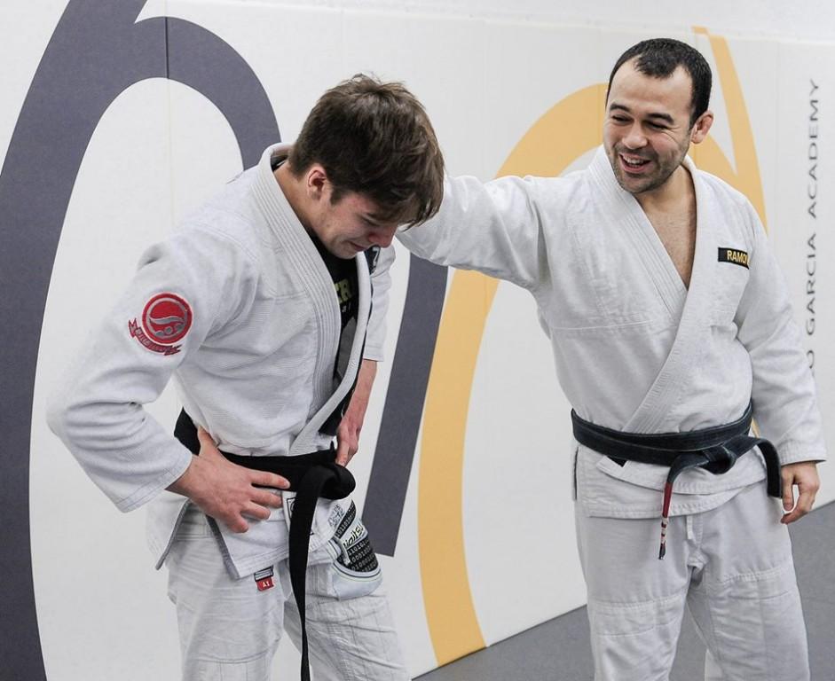 Gianni Grippo recebe a faixa preta por Jon Ricard