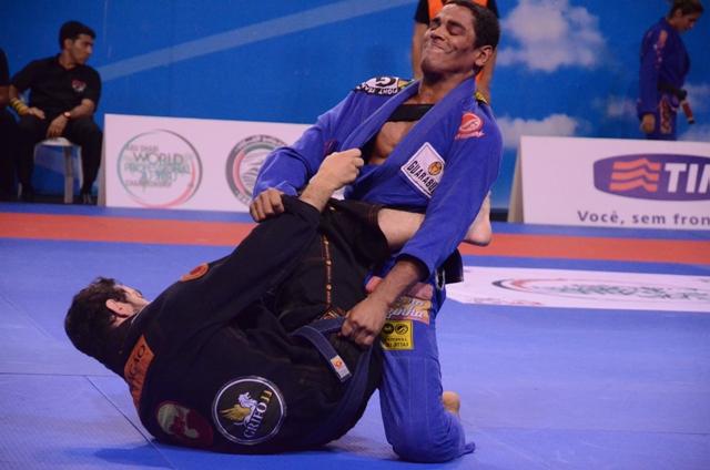 Puxe para guarda e pegue no armlock no Jiu-Jitsu, com mais uma fera da GFTeam