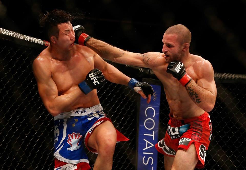 Tarec Saffiedine em combate contra Hyun Gyu Lim. Foto: UFC/Facebook