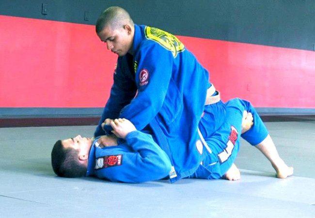 Fera da GFTeam mostra passagem de meia-guarda no Jiu-Jitsu