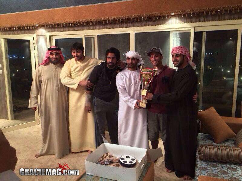Após vencer no Kuwait, o jovem xeque comemorou numa fazenda com os amigos. Foto: Divulgação