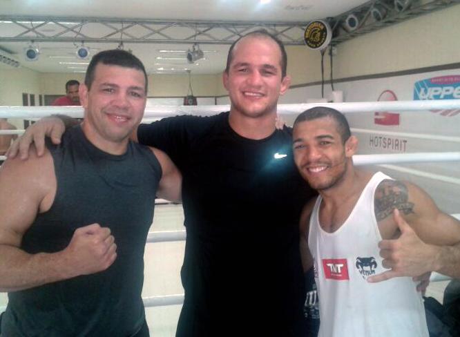 Pedro Rizzo, Cigano e José Aldo após atividade na Nova União. Foto: Marcelo Dunlop