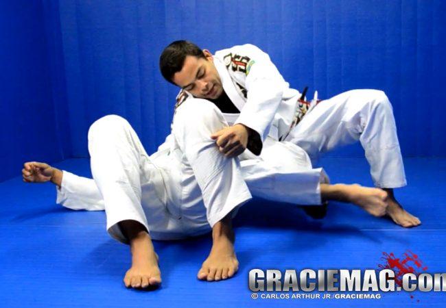 Vídeo: Comece 2014 finalizando na omoplata invertida no Jiu-Jitsu