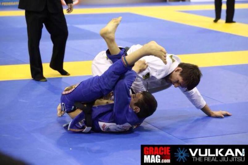 Rafael Mendes e Paulo Miyao na final dos pesos penas do Europeu de Jiu-Jitsu. Foto: Ivan Trindade