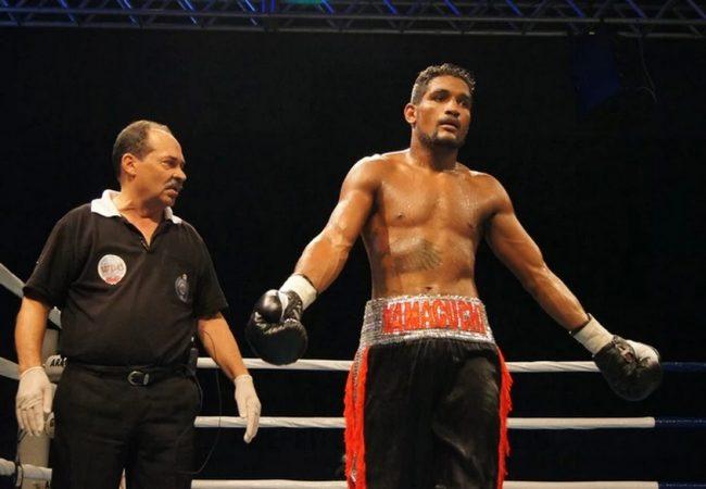 """Boxeador estreia no profissional em luta com golpes ilegais: """"Queriam briga de rua"""""""