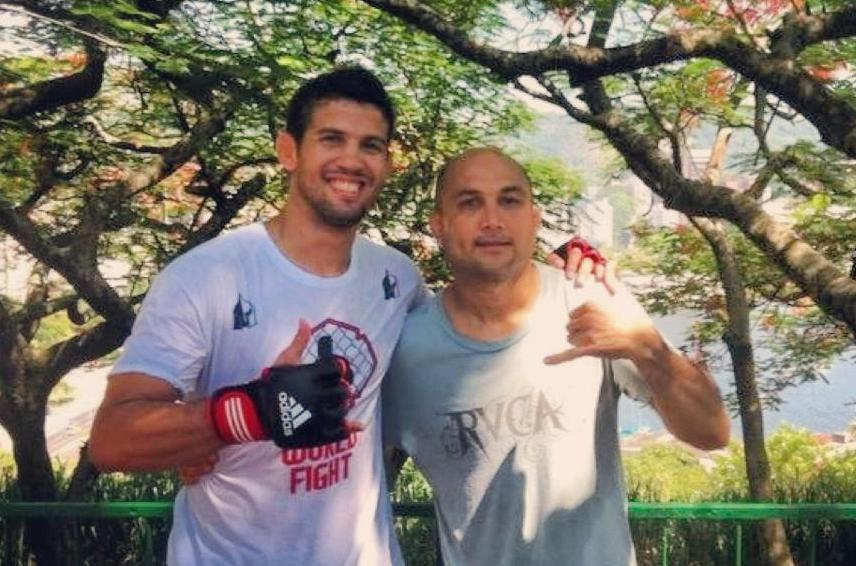 Léo Santos com BJ Penn após treino para o UFC. Foto: Divulgação