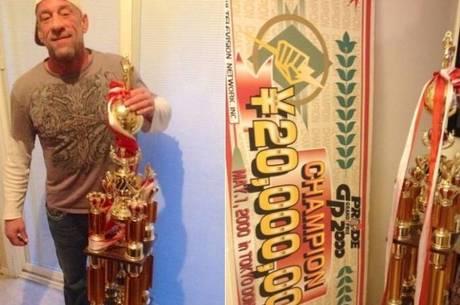 Mark Coleman e o troféu do Pride. Foto: Divulgação