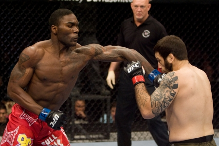 Anthony Johnson volta ao Ultimate e encara Phil Davis no UFC 172