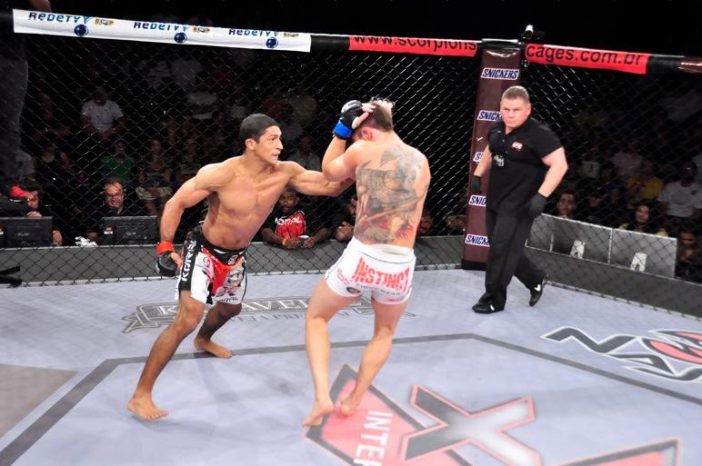 Fernandinho Vieira usou o Jiu-Jitsu para vencer no XFC. Foto: Divulgação