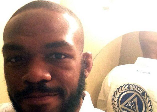 UFC: Jon Jones desafia Joe Lauzon para combate de Jiu-Jitsu