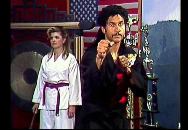 """Comediante """"ensina"""" a lidar com vários oponentes ao mesmo tempo com o Jiu-Jitsu"""
