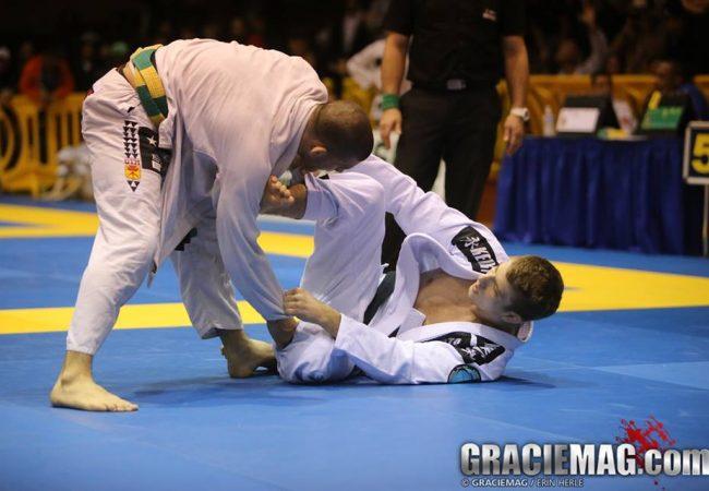 Jiu-Jitsu: Raspe na guarda-laçada invertida e finalize, com Keenan Cornelius