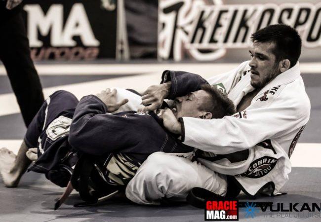 O poder da mão na lapela de Michael Langhi no Europeu de Jiu-Jitsu