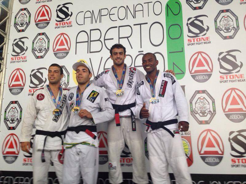Rafael Henrique no alto do pódio no Aberto de Verão. Foto: Divulgação
