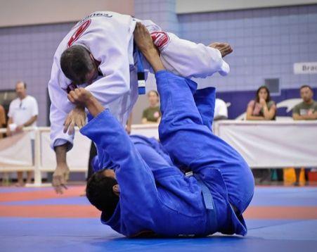 Jiu-Jitsu : Raspe de helicóptero e finalize no triângulo invertido