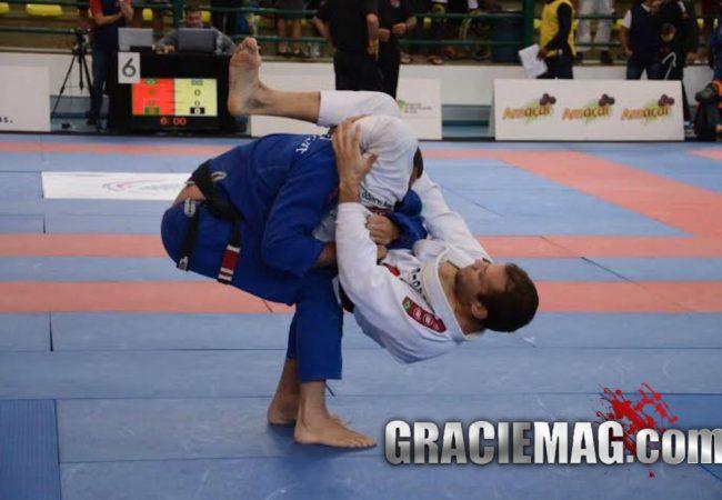 Aprenda a usar o triângulo de maneira diferente no Jiu-Jitsu