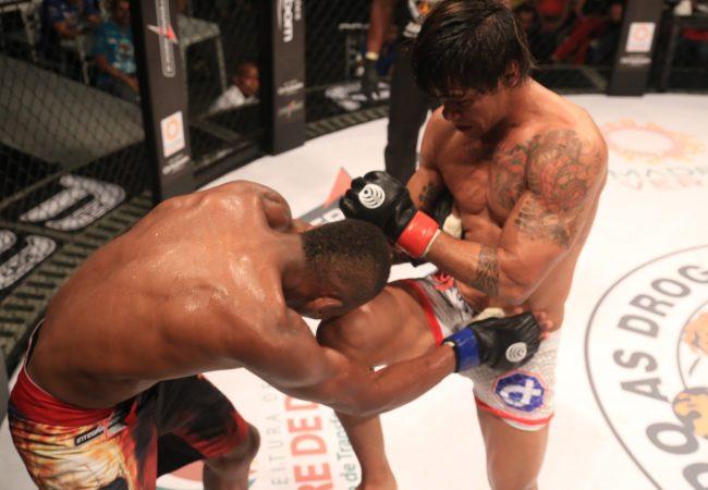 MMA: Trator vence Ary Santos e fica com cinturão dos leves do Jungle Fight
