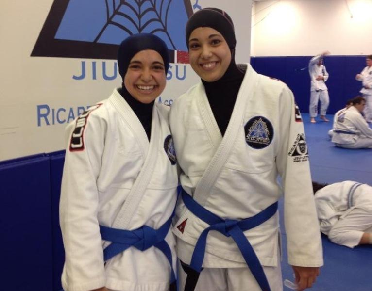 As irmãs Yara e Nancy Helmy, de Nova Jersey, são algumas das competidoras que vão se beneficiar da nova medida da IBJJF. Foto: Acervo Pessoal/GRACIEMAG