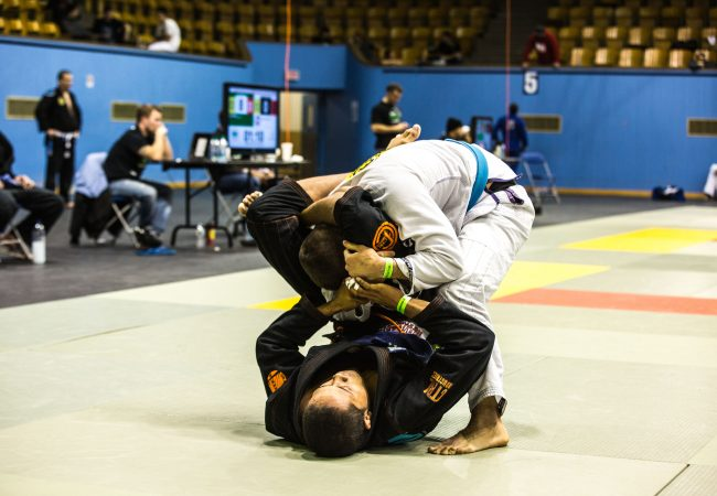 "Learn to finish with the triangle from the spider guard with Osvaldo ""Queixinho"""