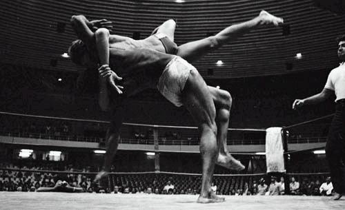 Rarity: watch Rickson Gracie vs. Rei Zulu in the 80's