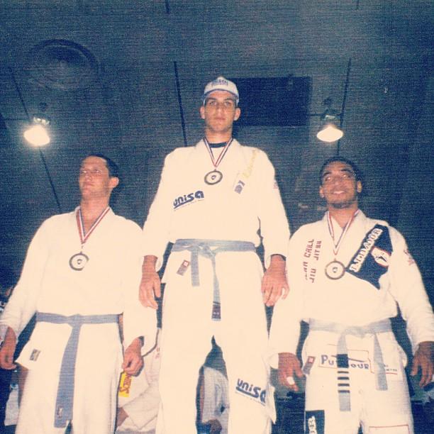 Pódio do meio-pesado azul: Amal, Rolles e Max Araujo. Foto: Arquivos de Rolles Gracie
